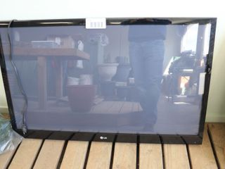 2010 lG 55  PlASMA TV   WORKING  NO REMOTE