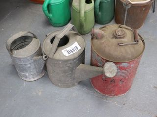 2 WATERING CANS   FUEl CAN