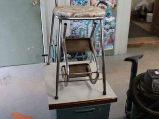 STEP CHAIR   METAl CABINET