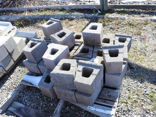 SKID OF RETAINING WAll BlOCKS
