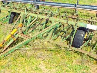 12  John Deere CCA cultivator vin 62084