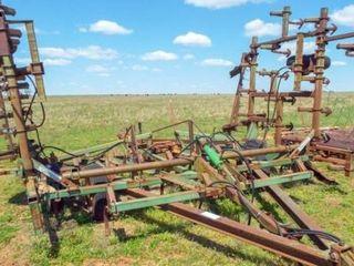 30  John Deere 1000 cultivator