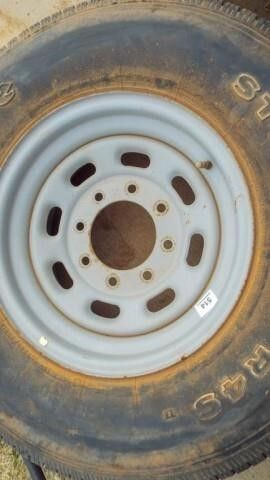 lT265 75R16 tire with 8bolt hole rim