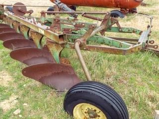 John Deere 3100  6 bottom moldboard plow