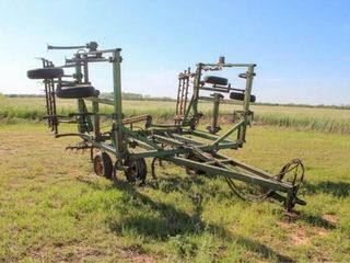 22  John Deere 1600 Field Cultivator 3 Bar Harrow