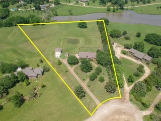 Towanda) 3-BR, 2.5-BA Ranch on 3.80 +/- Acres w/ Pond & 4 Car Gar