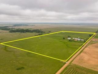 Kingman) ABSOLUTE 1-BR, 2-BA Ranch Home on 78.1 Acres