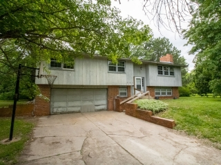 Newton) ABSOLUTE 4-BR, 2.5-BA Home on 2.20 +/- Acres