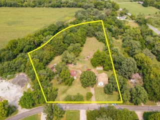 Sedgwick) NO MIN, NO RES 3.9 Acres on Creek w/Home and Outbuildings