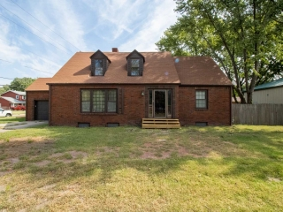 NW) ABSOLUTE 4-BR, 2-BA Home on half an Acre
